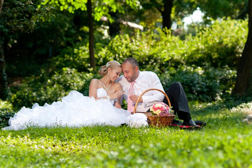 Сватбена фотосесия сред природата