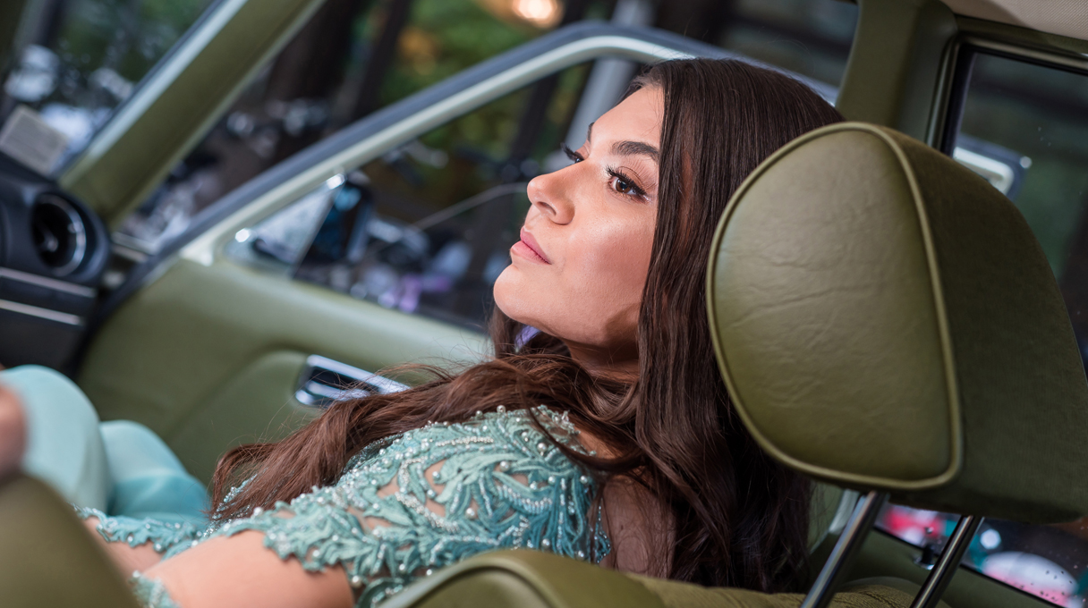 Абитуриентска фотосесия в кола